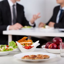 Cibo e lavoro: può un pasto incidere sulla fiducia?