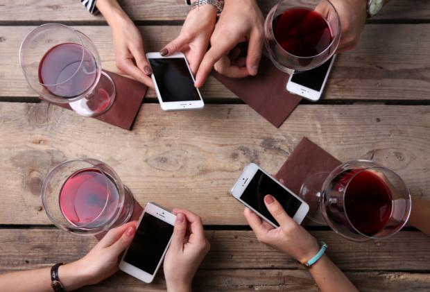 Vino e social: davvero un connubio difficile?