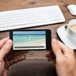 Quali sono i trend del video per il 2018? Come possono contribuire a ottimizzare le strategie di marketing? Dal video mapping alla realtà virtuale: ecco le tendenze che i marketer non possono trascurare.