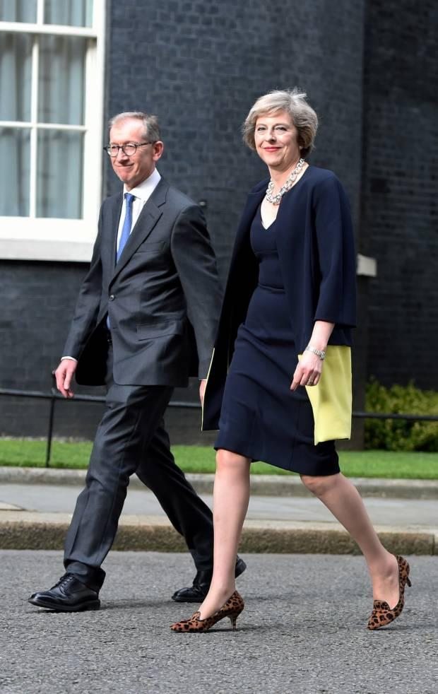 come si vestono i politici theresa may