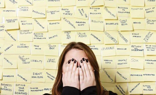 Information overload: definizione, conseguenze e implicazioni per il business