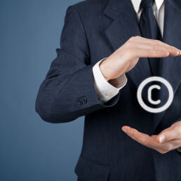 Diritto d'autore online e foto: chiarimenti importanti della CGUE