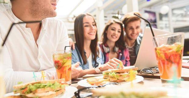 Giovani e consumi food: così Millennial e Gen Z orientano il mercato enogastronomico