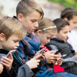 Generazione Alpha e tecnologia: cosa pensano i genitori
