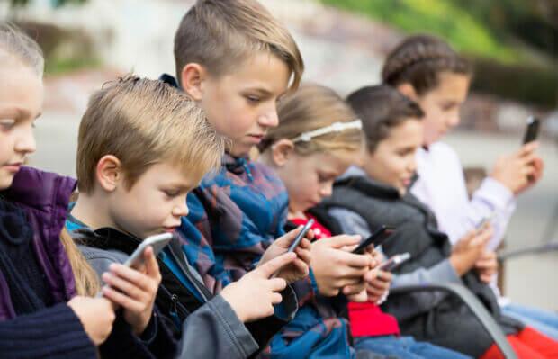 Generazione Alpha e tecnologia: le preoccupazioni (e le aspettative) dei genitori