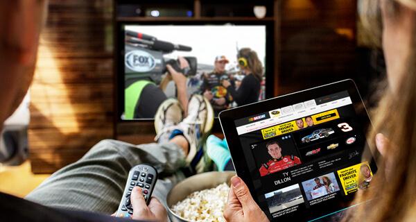 Italiani e social TV: perché si commenta in Rete quello che si guarda e chi sono i principali influencer