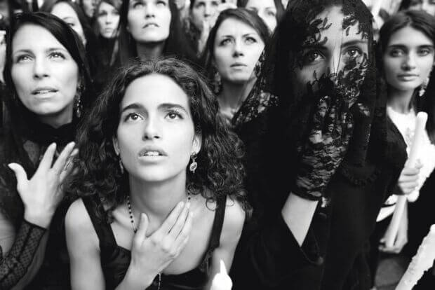 Per Dolce & Gabbana è l'ora di tornare alla carta stampata: una campagna controcorrente