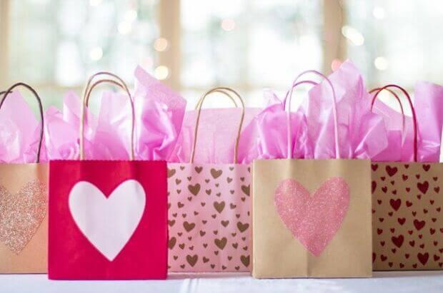 Trend per San Valentino 2019: dagli acquisti online ai brand che invitano a... osare