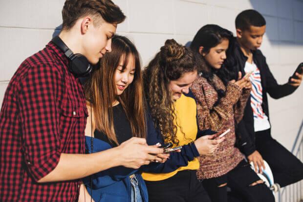 Adolescenti e social network: ne conoscono i rischi ma non riescono a fare a meno di usarli