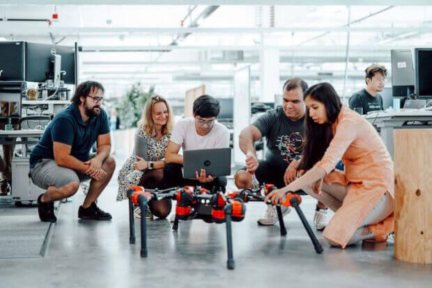 Facebook punta sui robot: perché questo investimento?