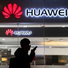 Scontro tra Google e Huawei: sospesa licenza Android