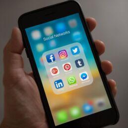 Identificazione certa per gli utenti dei social: arriva la proposta di legge