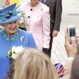 Qual è la strategia della Regina Elisabetta sui social?