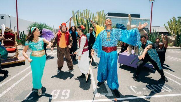 Guerrilla marketing per Aladdin: il cast recita al semaforo