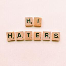 Campagne di comunicazione contro haters e troll