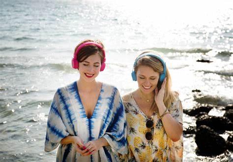 Gen Z e viaggi: così i giovanissimi si lasciano ispirare dai social e scelgono le mete turistiche