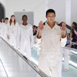 Camicie di forza di Gucci: la protesta in passerella