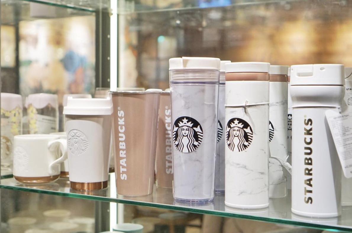 Articoli di merchandising di Starbucks. Fonte: Bargain Queen.