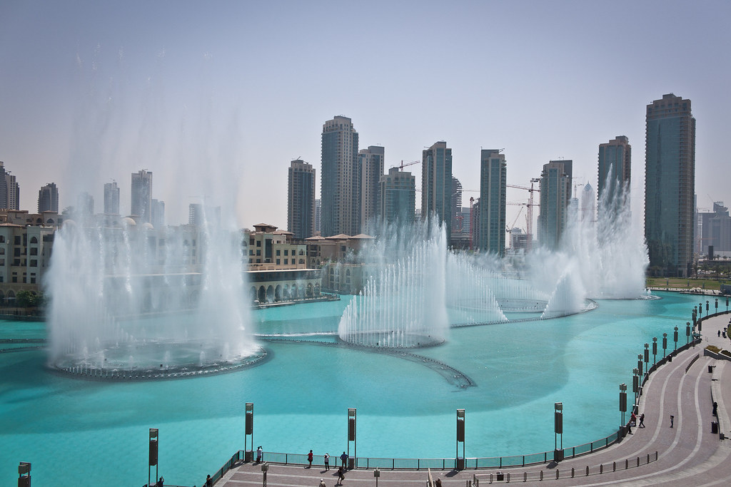 Dubai Fountains, al Dubai Mall. Fonte: Travel Digg.