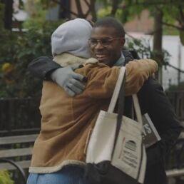 coronavirus abbracci nelle pubblicità
