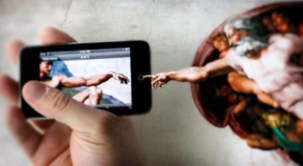 Religione e digitale: un binomio complesso che non ha a che vedere solo con il parlare di fede sui social
