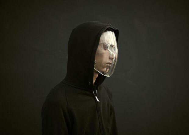 abiti per ingannare i sistemi di riconoscimento facciale maschera