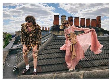 Nelle ultime campagne pubblicitarie di Zara e Gucci a scattare e improvvisarsi fotografi sono modelli e modelle