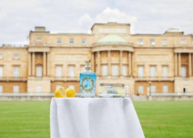 Il Buckingham Palace Gin è il primo gin prodotto direttamente (o quasi) dalla Regina Elisabetta