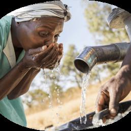Drop it. Una goccia cambia tutto: ecco come la nuova campagna di ActionAid vuole spingere i Millennials a donare