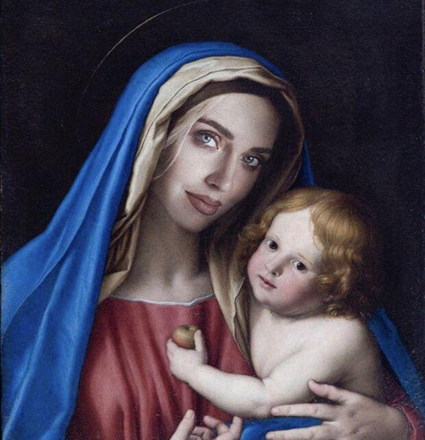 Codacons denuncia Chiara Ferragni per blasfemia, ma il suo volto nell'immagine della Vergine era un omaggio artistico alla determinazione delle italiane