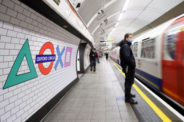 Lancio di PlayStation 5 a Londra: Sony ha brandizzato la metropolitana