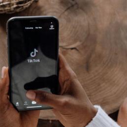 Accordo tra TikTok e Garante Privacy per gli under 13